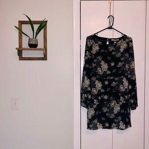 Long-sleeved, open-back black/white floral dress